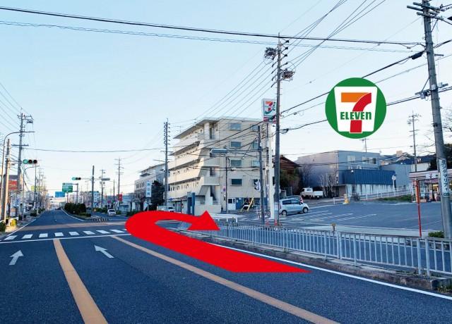 焼山南交差点をUターンします。右側のセブンイレブンが目印です。