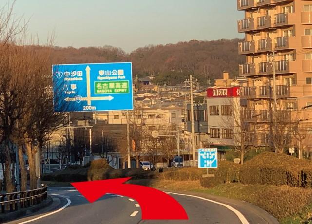 国道153号線を植田一本松の交差点まで道なりに直進して下さい。