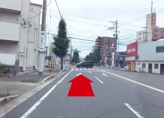 杉栄町5の交差点をそのまま直進します。