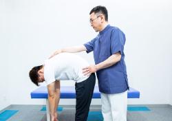 膝痛の原因の骨格・骨盤の歪みの検査