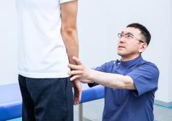 施術後の膝の痛みの確認