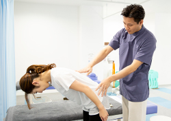悪い姿勢の原因の骨格・骨盤の歪みの検査